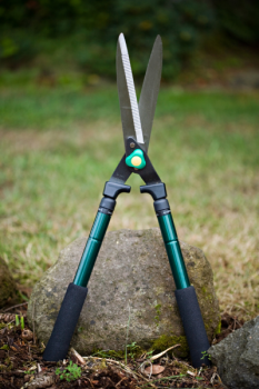 "23.2"" ~ 35.8"" Telescopic Serrated Hedge Shear"
